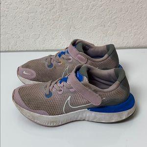✅Girls Nike RENEW Shoes size 2Y
